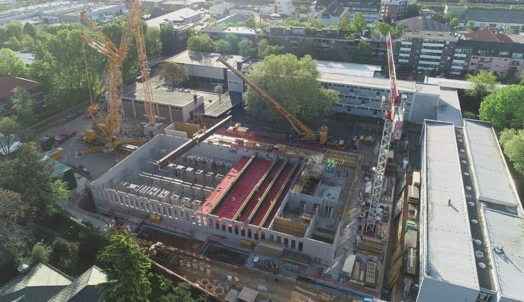Drohnenaufnahmen Einhub Stahlverbundträger Erweiterungsbau Hildegard-von-Bingen Gymnasium in Köln